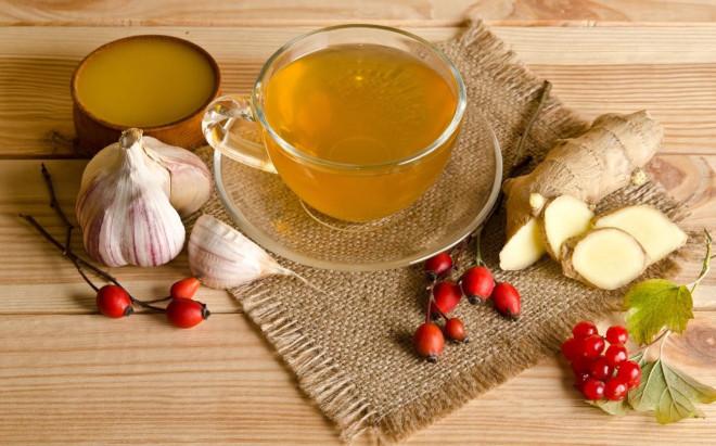 Имбирный чай помогает при боли в горле, чихании, насморке, общей слабости, ознобе