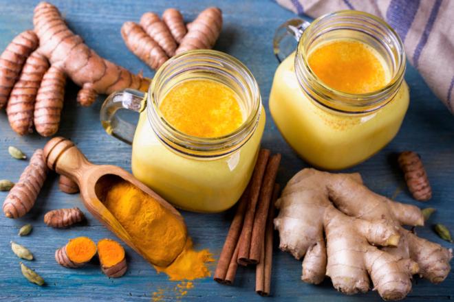 Чтобы сделать напиток из имбиря приятнее, мягче и слаще, добавить 1 ст. л. меда и немножко сливочного или кокосового масла