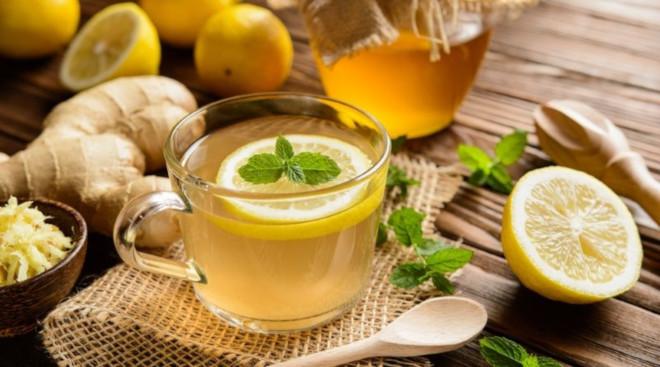 Имбирный чай можно пить с сахаром или без него, горячим или теплым