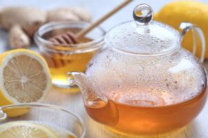 Для заваривания имбирного чая нужно выбирать посуду из стекла, а лучше из керамики или фарфора