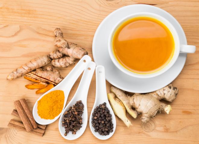 Проваренный имбирный чай больше подходит для похудения, так как сильнее стимулирует обмен веществ и пищеварение