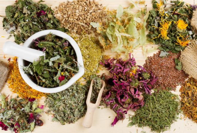 Монастырский чай включает в себя 10 основных и 6 дополнительных трав, которые вкупе дают расширенный целебный эффект