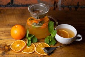 Апельсин придает напитку на основе имбиря отличительный вкус и аромат, он приобретает яркий цвет, становится вкусней и гораздо полезней