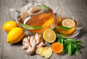 Для чая из имбиря и лимона от простуды предпочтительнее использовать свежий корнеплод