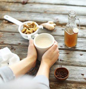 Заваривание чая с имбирем и молоком