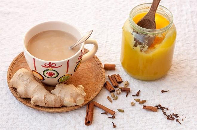 Чай с молоком, имбирь и мед