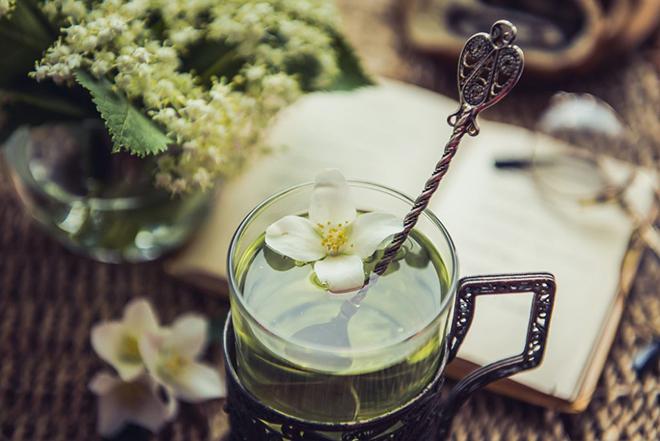 Чашка чая с жасмином как в поезде