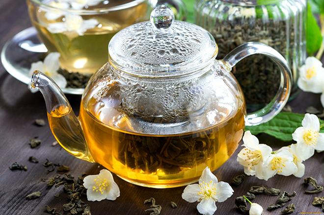 Жасминовый чай в чайнике