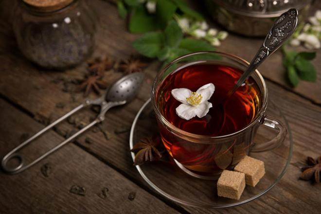 Жасминовый чай и два кусочка сахара
